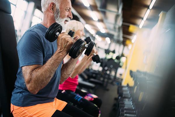 運動をしてこなかった人は筋肉がつきにくい」は本当か:話題の論文 ...