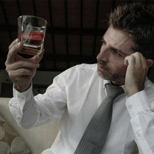 コロナ禍で「アルコールへの依存」は増えた? 減った?